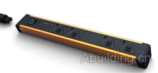 Kopi Kbar多功能USB充电插座设计其实并不复杂,它有两种款式,一种是全USB插孔,一种是USB和三角插口混合插孔。Kbar与其他插座最大的区别就是Kbar内部增加了电压控制器,USB插孔里面的电压稳定在5V也就是一般充电器提供的安全电压不会对移动设备的电池造成伤害。Kbar左侧还增加了安全开关,在不需要充电的时候只需轻轻一按就能切断电源,防止意外发生。   Kbar混合插孔则更加方便,不但能连接USB接口还能当做普通插座提供240V高电压电器,包括电脑、电视的连接,Kbar在家庭和办公场所使